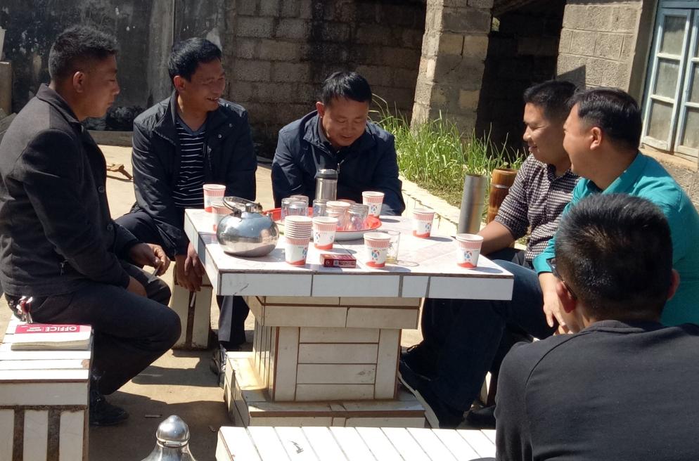 李拥军深入牛火塘村对人大代表小组活动室建设进行检查指导