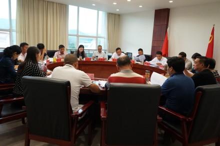 县十二届人大常委会召开第四十五次主任会议